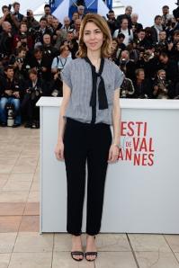 Sofia Coppola in Louis VuittonCosì low profile da risultare snob, l_ensemble della regista.